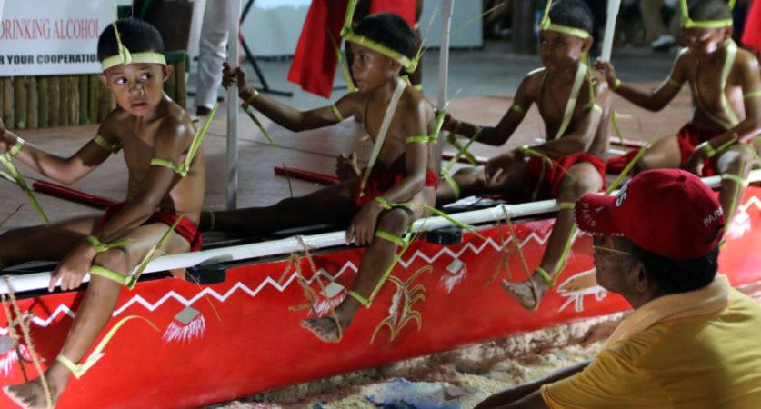 Palau. ecotravel. oorlog-canoe-demonstratie